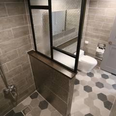 성주동 프리빌리지2차: 디자인세븐의  욕실,모던