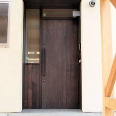 建具: BELKAが手掛けた廊下 & 玄関です。,