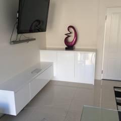 Casa RK: Oficinas de estilo  por AG Arquitectura