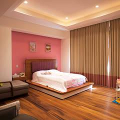 Nursery/kid's room by ARCO Arquitectura Contemporánea