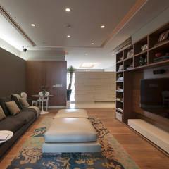 Departamento CGB : Salas multimedia de estilo  por ARCO Arquitectura Contemporánea