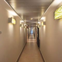 Pasillos, vestíbulos y escaleras de estilo moderno de ARCO Arquitectura Contemporánea Moderno