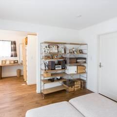 寝室 - LDKにキッズスペースのあるプロヴァンススタイルの家: ジャストの家が手掛けた寝室です。