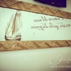 """Il salone delle """"paranze"""" con una bella citazione sul mare: Negozi & Locali commerciali in stile  di Ghirigori Lab di Arianna Colombo"""