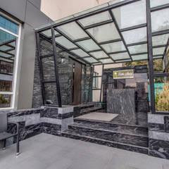 Little Italy Pune Modern balcony, veranda & terrace by Aijaz Hakim Architect [AHA] Modern