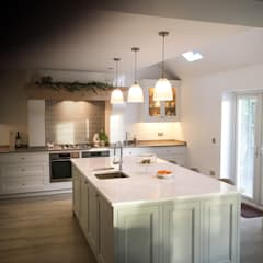 The Meadow Kitchen: country Kitchen by NAKED Kitchens