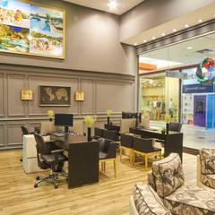 Agência de Viagens: Shopping Centers  por Piloni Arquitetura
