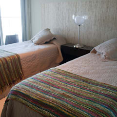 Detalles que iluminan: Dormitorios de estilo  por Diseñadora Lucia Casanova