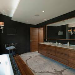 Casa LC: Vestidores y closets de estilo moderno por ARCO Arquitectura Contemporánea