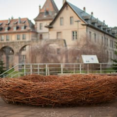 Nid contemplatif: Centre d'expositions de style  par Wood Basketry Workshop