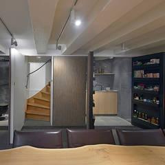 Media room by Architectenbureau Vroom