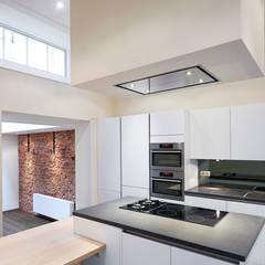 keuken met kookeiland: mediterrane Keuken door Architectenbureau Vroom