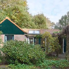 ... aan de bosrand!: landelijke Huizen door Architectenbureau Vroom