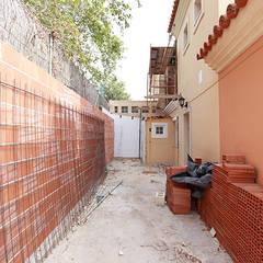 Reforma de vivienda con etiqueta de eficiencia energética A (Gran Alacant, Santa Pola): Jardines de estilo  de Novodeco