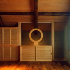 岡谷の民家再生: 松井建築研究所が手掛けた壁です。,