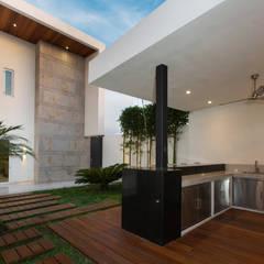 Garden by Grupo Arsciniest, Modern Wood Wood effect