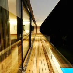 Haus E Moderner Balkon, Veranda & Terrasse von ZHAC / Zweering Helmus Architektur+Consulting Modern Holz Holznachbildung