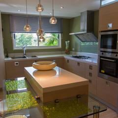 Apartamento B24: Cocinas de estilo  por TRIBU ESTUDIO CREATIVO