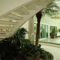 Escadas: Escadas  por Penha Alba Arquitetura e Interiores