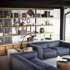 PIANO DESIGN design Matteo e Renzo Piano: Soggiorno in stile  di Riva1920