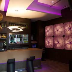 Büddha Lounge: Bares y Clubs de estilo  de Molina Decoración