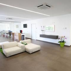 Studio Scivoletto: Studio in stile in stile Moderno di ST104