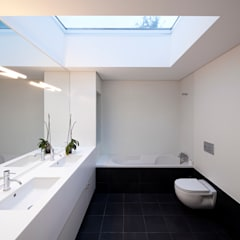 House in Barcelos, Portugal:  Bathroom by Rui Grazina Architecture + Design
