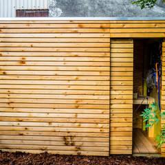 Facade Abri de jardin: Jardin d'hiver de style  par Kalpana Solutions