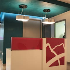 Clínica Ortodoncia: Hospitales de estilo  por Arquint Colombia, Moderno