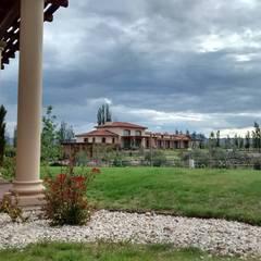 Vista noreste: Casas de estilo  por Azcona Vega Arquitectos