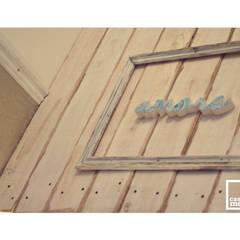 Diseño integral local de indumentaria: Oficinas y Tiendas de estilo  por Casa Meva Estudio