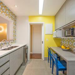 آشپزخانه by Emmilia Cardoso Designers Associados