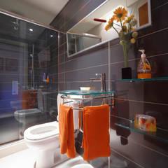 Baños modernos de homify Moderno Cerámico