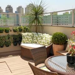 Balcones y terrazas de estilo tropical de Paty Nascimento Designer de Interiores e Paisagista Tropical