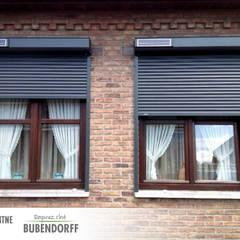 Rolety zewnętrzne solarne - ID2 SOLAR: styl kolonialne, w kategorii Domy zaprojektowany przez Inteligentne Rolety Bubendorff