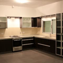 Kitchen by medrArq, Minimalist