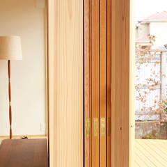 木製建具: 一級建築士事務所co-designstudioが手掛けた窓です。