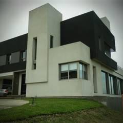Vivienda Country Lomalinda: Casas de estilo minimalista por D&D Arquitectura