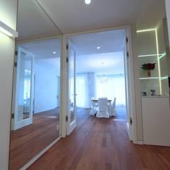 JS Villa's interiors. Berlin, Germany.:  Fenster von nadine buslaeva interior design
