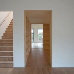 trappenhuis / eetkamer / keuken:  Gang en hal door Tim Versteegh Architect