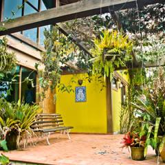 Terrace by Carlos Eduardo de Lacerda Arquitetura e Planejamento