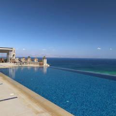 Vila Seacrest - Ilha de Paros - Ciclades - Grécia Piscinas mediterrâneas por Carlos Eduardo de Lacerda Arquitetura e Planejamento Mediterrâneo