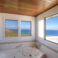 Vila Seacrest - Ilha de Paros - Ciclades - Grécia Banheiros mediterrâneos por Carlos Eduardo de Lacerda Arquitetura e Planejamento Mediterrâneo