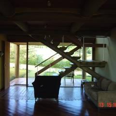 Casa de montanha - NL Corredores, halls e escadas campestres por Carlos Eduardo de Lacerda Arquitetura e Planejamento Campestre