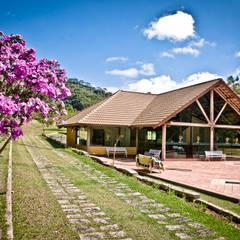 Condomínio Villaggio Verdi: Casas  por Carlos Eduardo de Lacerda Arquitetura e Planejamento