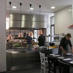 L'enfant Terrible Restauracja w Warszawie: styl , w kategorii Gastronomia zaprojektowany przez Tylko Wnętrze Pracownia Projektowa