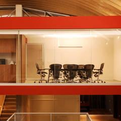 Corporativo Knova : Estudios y oficinas de estilo  por ARCO Arquitectura Contemporánea