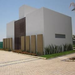 CASAS RESIDENCIALES CON CANTERA. : Paredes de estilo  por ENFOQUE CONSTRUCTIVO