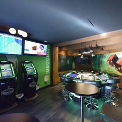 Salón de juegos ONNEA: Bares y Clubs de estilo  de  Simona Garufi