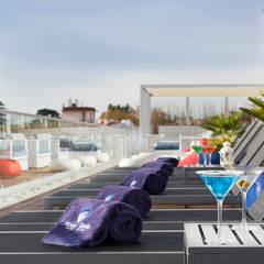 Set para  Esplanada Blue Bar: Hotéis  por Pedro Brás - Fotografia de Interiores e Arquitectura | Hotelaria | Imobiliárias | Comercial